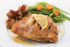 Petto di pollo arrostito con le castagne Fotografia Stock Libera da Diritti