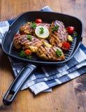 Petto di pollo arrostito nelle variazioni differenti rispetto al tomat della ciliegia Immagine Stock