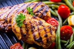 Petto di pollo arrostito nelle variazioni differenti rispetto al tomat della ciliegia Immagine Stock Libera da Diritti