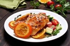 Petto di pollo con salsa arancio Fotografia Stock
