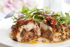 Petto di pollo farcito con insalata Fotografia Stock