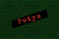 Petyaen och den binära koden den Petya och ransomwarebegreppssäkerheten Royaltyfri Foto
