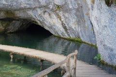 Peu caverne en parc national de Plitvice photo stock