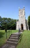 Peu d'église en pierre dans le pays irlandais Photo libre de droits