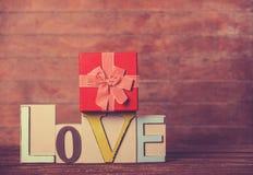 Peu d'amour de cadeau et de mot Photographie stock