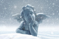 Peu d'ange dans la neige illustration stock