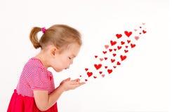 Peu d'enfant envoie des baisers en forme de coeur Images libres de droits