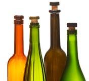 Peu d'hauts étroits fermés vides de bouteilles de vin Photos libres de droits