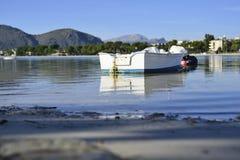 Peu de bateau photo libre de droits