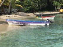 Peu de bateau dans la grande côte d'isla Photographie stock libre de droits
