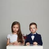 Peu de beaux couples fille de beauté et garçon beau ensemble Photographie stock libre de droits