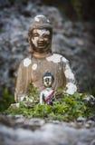 Peu de bouddha dans le jardin sauvage Images stock