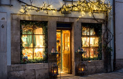 Peu de boutique pour des cadeaux de Noël Rothenburg - en Allemagne Photo stock