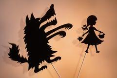 Peu de capuchon rouge et le loup ombragent des marionnettes Images libres de droits