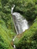 Peu de cascade au Népal Photo libre de droits