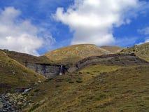 Peu de cascade dans les Pyrénées Photographie stock libre de droits