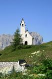Peu de chapelle sur Italian Passo di Gardena Photo stock