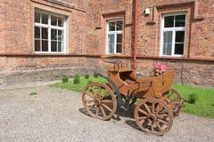Peu de chariot brun Photo libre de droits