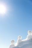 Peu de chiffres de glace se tenant à la lumière du soleil Photo libre de droits