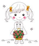 Peu de fille d'enfant avec le plein panier des fleurs Photographie stock