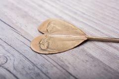 Peu de forme de coeur de couleur d'or à disposition Photographie stock libre de droits