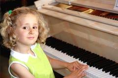 Peu de joueur de piano Photos libres de droits