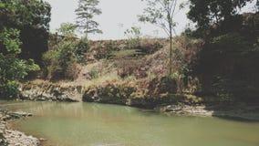 Peu de lac peut apporter notre calme de sensation images libres de droits