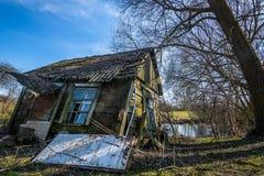 Peu de maison par peu de lac Photo libre de droits