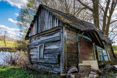 Peu de maison par peu de lac Image libre de droits