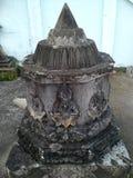Peu de pagoda près d'église dans le temple thaïlandais Hadyai, Songkhla Photographie stock libre de droits