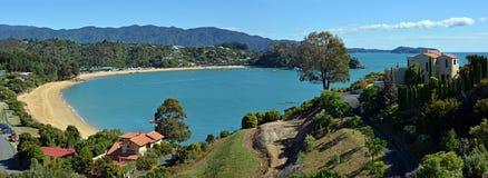 Peu de panorama de plage de Kaiteriteri, Nouvelle-Zélande Image libre de droits