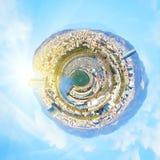 Peu de panorama de planète de Barcelone, Espagne au coucher du soleil d'imagination Image libre de droits