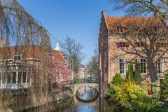 Peu de pont au-dessus d'un canal à Amersfoort Photo libre de droits