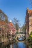Peu de pont au-dessus d'un canal à Amersfoort Photographie stock libre de droits