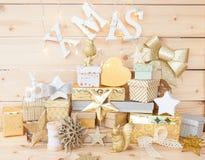 Peu de présents pour Noël Image libre de droits