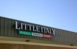 Peu de restaurant de pizza de l'Italie Image libre de droits