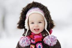 Peu de sourire de bébé de l'hiver image stock