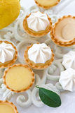 Peu de tartes de citron de meringue Photographie stock libre de droits