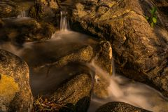 Peu de thani de Koh Phangan Thailand Surat de cascade de Phaeng photographie stock libre de droits