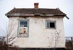 Peu de vieille maison abandonnée Images stock