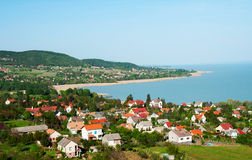 Peu de village au lac Balaton photos stock