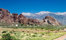 Peu de village dans les montagnes Image stock