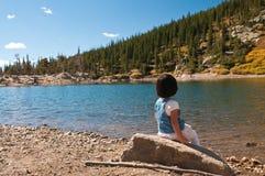 Peu de visionneuse de lac Photos libres de droits