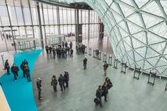 Peu de visite 2015, échange international de personnes de tourisme à Milan, Italie Photos stock