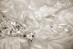 Peu des accessoires de la mariée dans la sépia Photo libre de droits