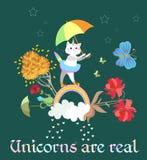 Peu licorne ou caticorn mignonne de chat avec le parapluie dans des ses pattes marchant le long d'un arc-en-ciel magique illustration de vecteur