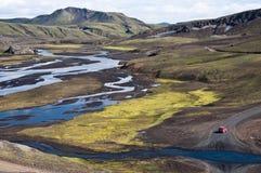Peu rouge outre de véhicule de route en Islande Photographie stock libre de droits