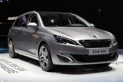 Peugeot 2014 308 commutateurs sur le salon d'automobile de Genève Photos libres de droits