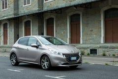 Peugeot 208 E-hdi fotos de stock