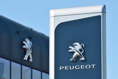 Peugeot gatunku logotyp w Vilnius zdjęcia stock